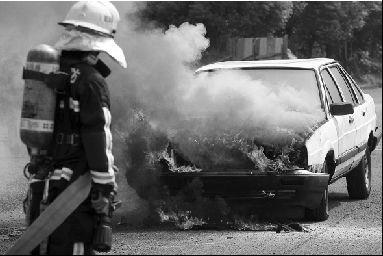 试验汽车:废弃的桑塔纳轿车